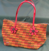 This wool bag is woven in polychrome crackle.
